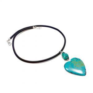 Collana girocollo donna in caucciù e pendente centrale a cuore in turchese naturale G1020