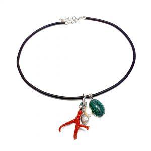Collana girocollo in caucciù con pendente ramo corallo rosso, malachite e perla I0920