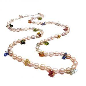 Collana lunga di perle, pietre colorate e argento I17119