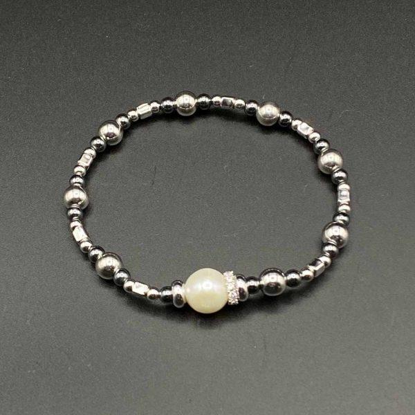 Bracciale donna elastico con perla centrale bianca e catenina in ematite e argento BR9820
