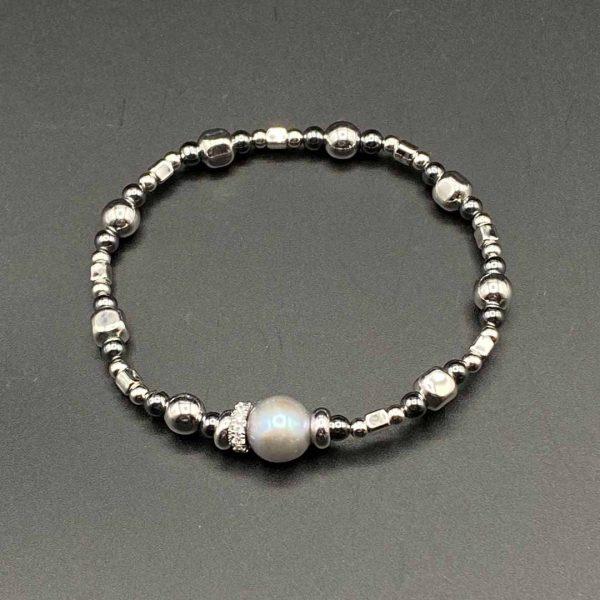 Bracciale donna elastico con perla centrale grigia e catenina in ematite e argento BR9820
