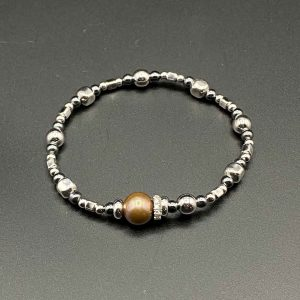 Bracciale donna elastico con perla centrale marrone e catenina in ematite e argento BR9820
