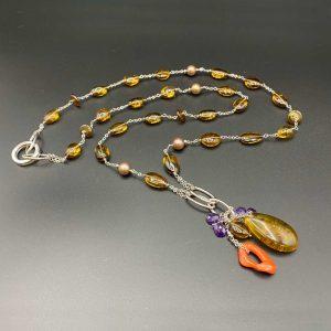 Collana lunga da donna in ambra, quarzo, ramo corallo naturale, ametista G9320