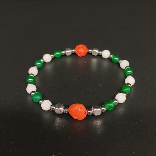 Bracciale elastico da uomo in corallo rosso, agata bianca e verde, ematite e argento BR5820