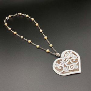 Collana girocollo da donna in argento e perle con pendente a cuore in cammeo I14720