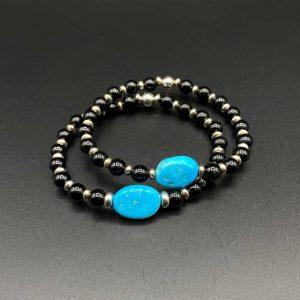 Coppia bracciali elastici da donna in agata nera e pietra centrale in Turchese Arizona