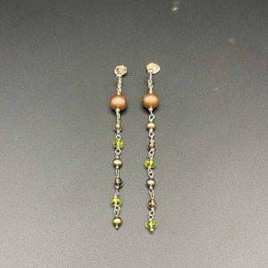Orecchini pendenti con perle, peridoto, quarzo e argento rodiato OR13420