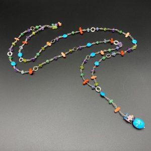 Collana lunga da donna in argento e pietre colorate con ciondolo centrale I0221