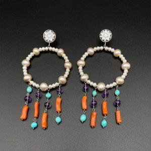 Orecchini cerchio chandelier in turchese, corallo, perle, ametista e argento OR1721