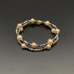 Coppia di bracciali elastici da donna in perle d'acqua dolce, ematite e argento BR5821 - BR5921