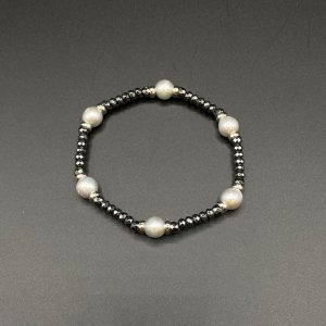 Bracciale elastico da donna con perle d'acqua dolce, ematite e argento BR5521