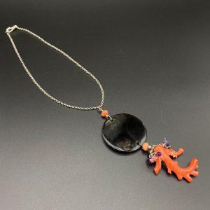 Collana girocollo da donna in argento e con pendente piastra corno e ramo di corallo rosso G4220
