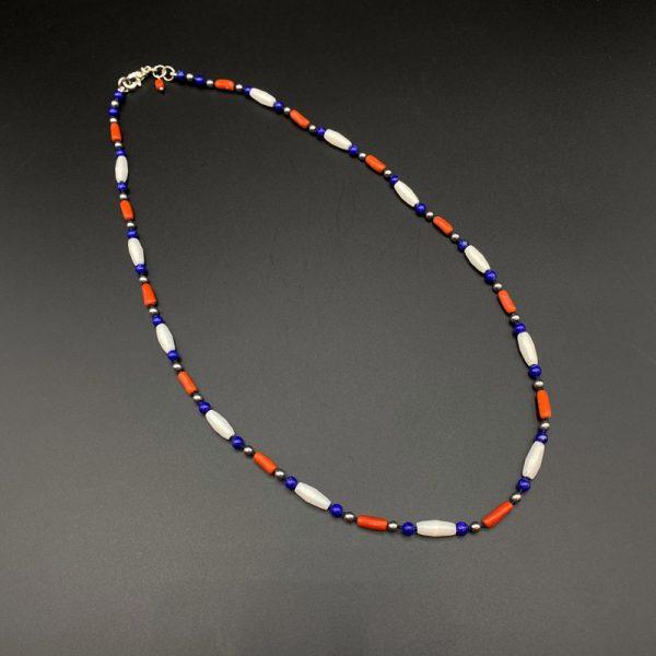 Collana girocollo da uomo realizzata a mano con corallo rosso del Mediterraneo, lapis, ematite, agata bianca e argento G10021