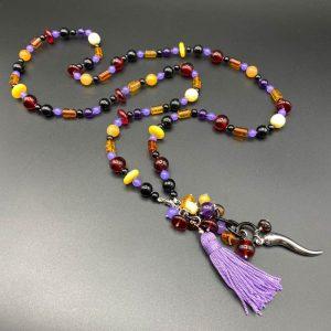 Collana lunga da donna in ametista, ambra, giada, agata e nappina viola G4121